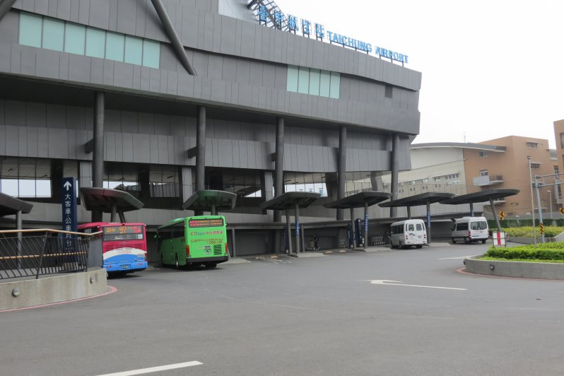 The large vehicle parking zone is located on the southmost part of the International Terminal of Taichung Airport